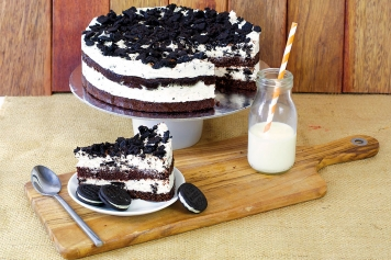 Cake: Cookies And Cream